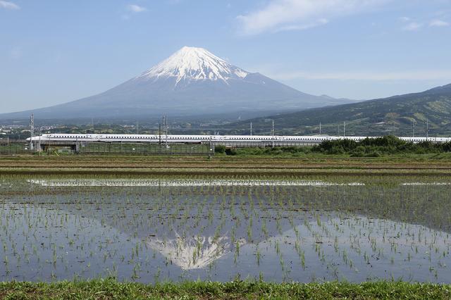 Tōkaidō Shinkansen & Mt. Fuji.jpg