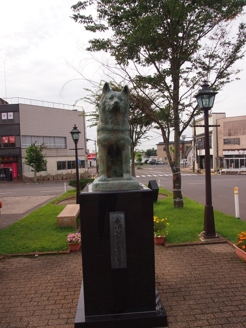 Statue of Hachi-kō in front of Ōdate Station