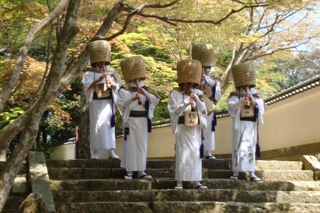 Komusōs play Shakuhachi